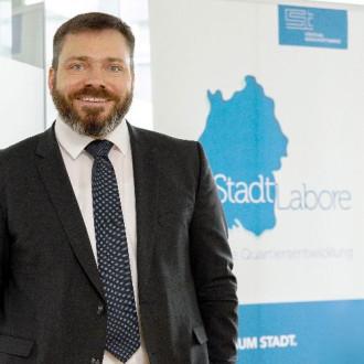 Der Sozialdezernent Benjamin Lachat verantwortet die StadtLabore